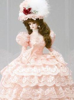 西洋人形 フランス人形 仏蘭西人形 アンティークドール ケース入り人形 リボン・グレイシィ サーモンピンク アクリルケース付き 寿喜代作 sk-gfk1507