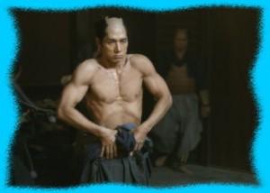 西島秀俊の鍛え抜かれた筋肉美画像2