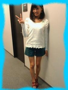 小島瑠璃子の美脚画像2