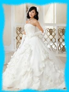 小島瑠璃子のウェディングドレスの画像
