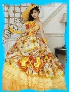 小島瑠璃子のドレス姿の画像1