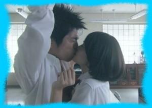 小林涼子のキス画像4