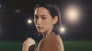 のん、ユニクロ「カーブパンツ」CM出演 椎名林檎が書き下ろし曲を提供-07