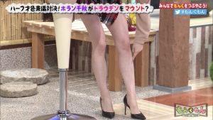 """ホラン千秋""""気合いのミニスカート""""美脚を露わに「どうした!?」「完全にマウントとってるやん」4"""